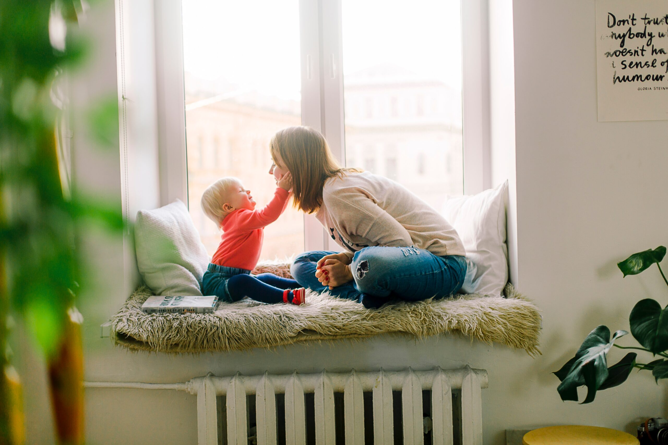 image of mom with child staying calm